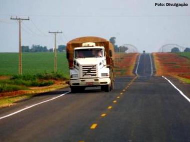 Motorista de caminhão será obrigado a fazer reciclagem ao atingir 14 pontos na CNH