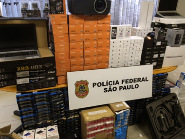 Polícia Federal apreende 91 caixas com produtos eletrônicos em Carapicuíba (SP)