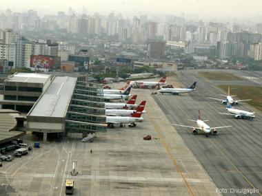 Demanda por voos domésticos cai pela primeira vez em 22 meses