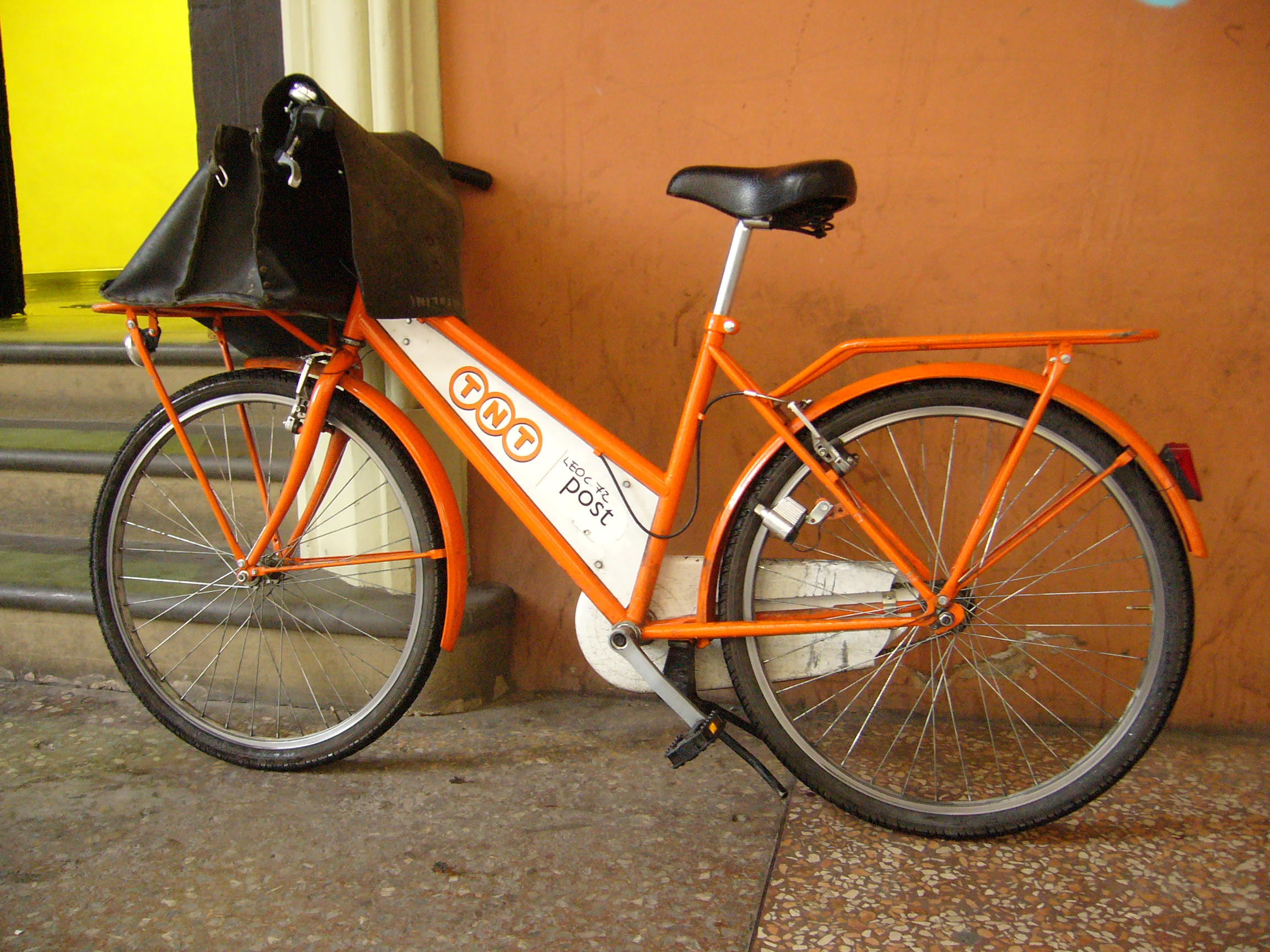 TNT_messenger_bicycle