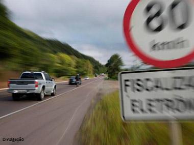 Quase 15 milhões de motoristas foram multados nas rodovias federais por excesso de velocidade em 2016
