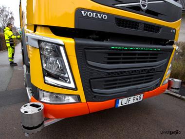 Volvo e Renova testam caminhão de lixo autônomo