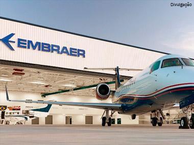 Embraer anuncia série de vendas em evento na França