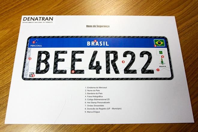 Placas no padrão Mercosul deverão ser aplicadas em veículos brasileiros a partir de setembro