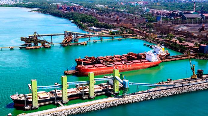 Porto de Tubarão (ES) recebe navio da nova geração de Valemax