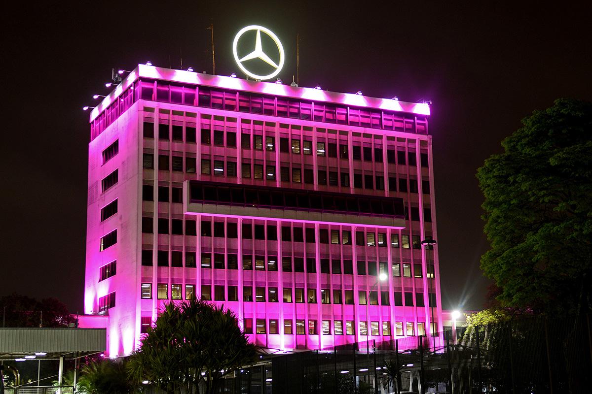 Mercedes-Benz se pinta de rosa para alertar sobre a saúde da mulher