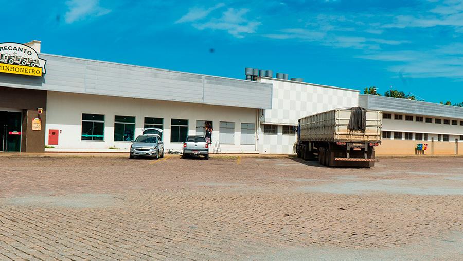 Empresas inauguram sala para caminhoneiro em posto paulista