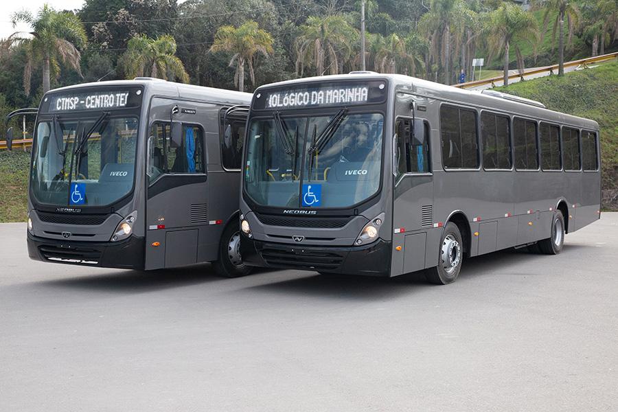 Iveco e Neobus entregam 40 ônibus à Marinha do Brasil