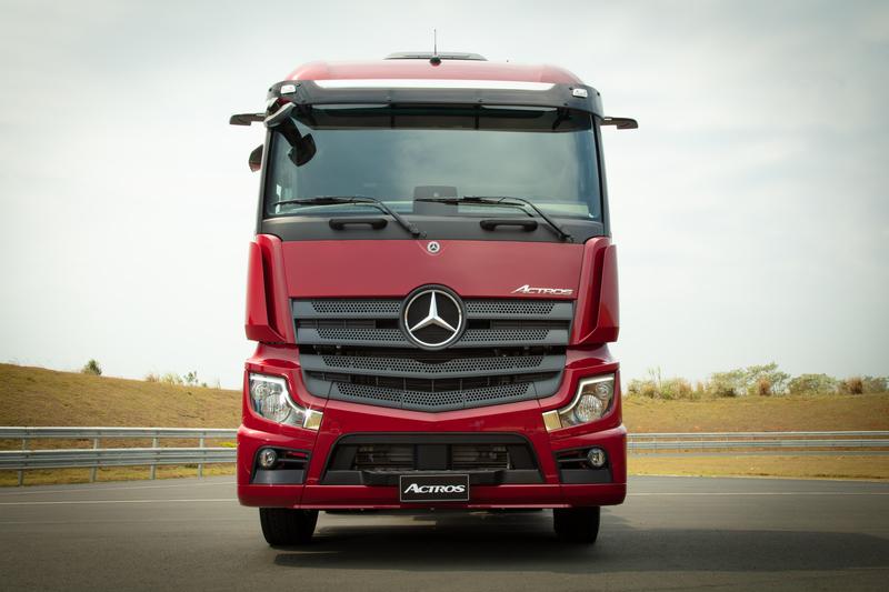 Primeiro caminhão sem retrovisor externo da América Latina é da Mercedes-Benz e está na Fenatran