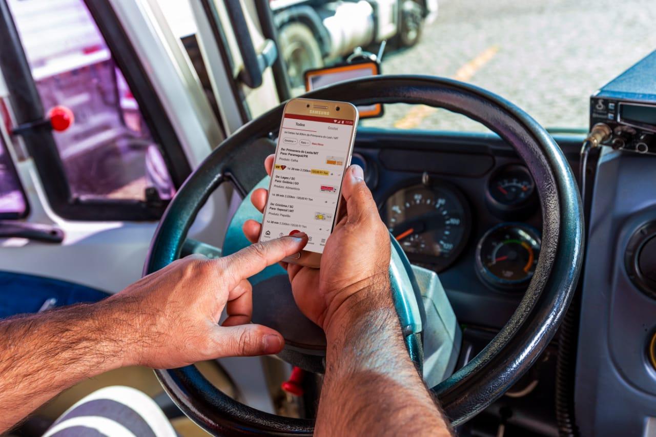 Fretebras cria sistema de avaliação entre empresas e caminhoneiros
