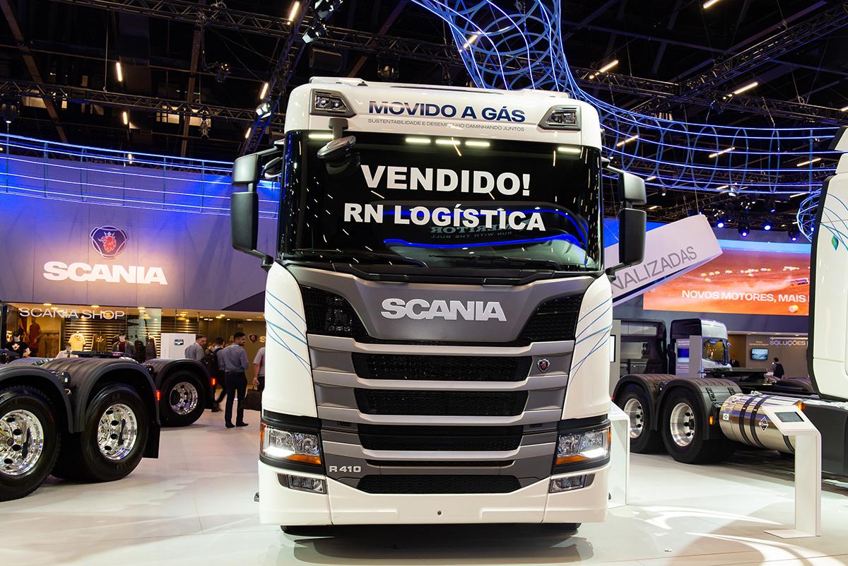 Scania vende primeiro caminhão 100% movido a GNV da Fenatran