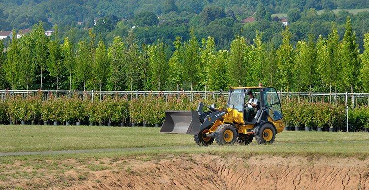 Carregadeira elétrica da Volvo para uso florestal é testada com sucesso na Europa