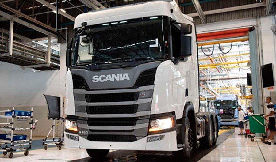 Scania volta a produzir caminhões e ônibus no ABC
