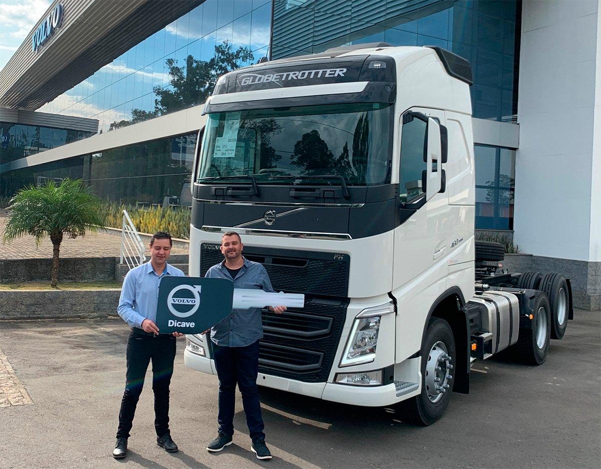 Consórcio Volvo premia clientes com dois caminhões