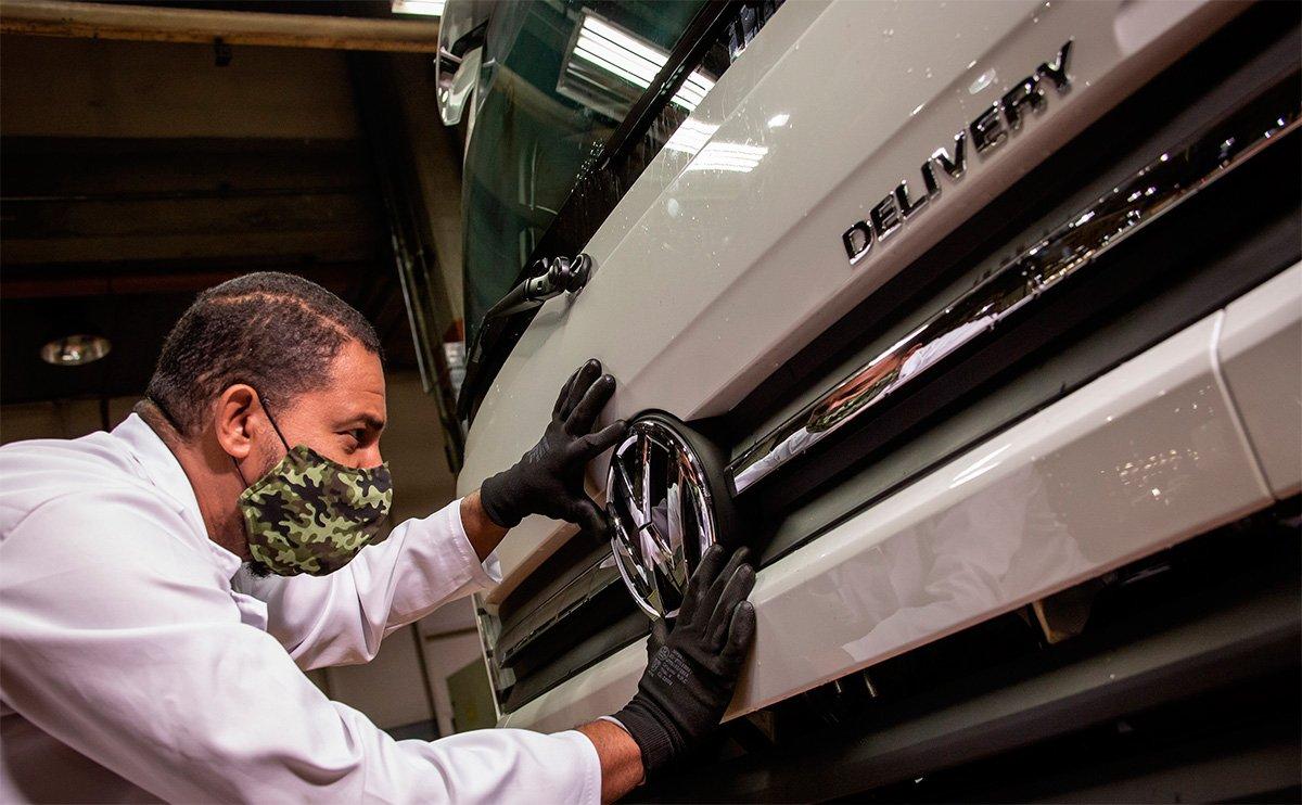 Primeiros caminhões VW produzidos após a retomada são vendidos para cliente paulista