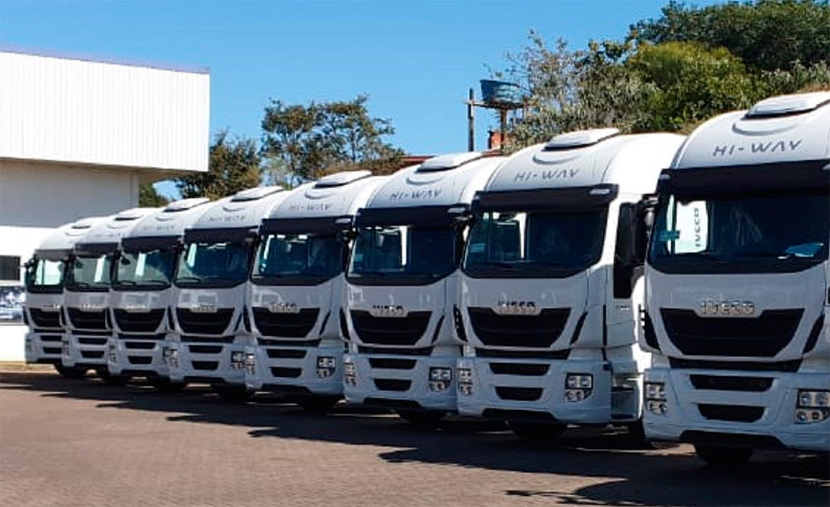 Iveco entrega 25 caminhões Hi-Way para empresa agro