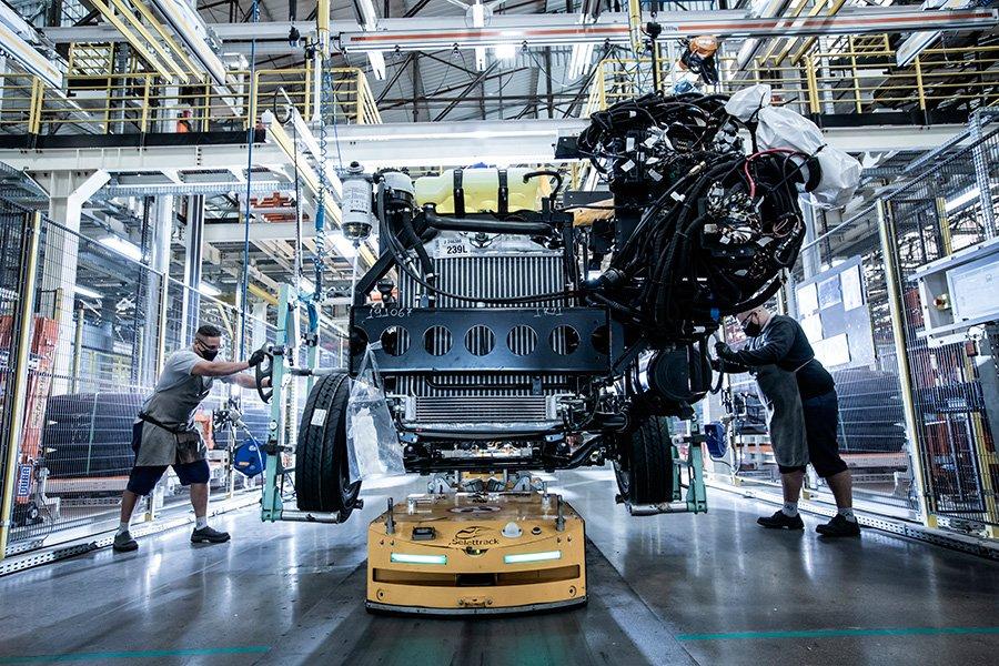 Mercedes-Benz celebra seus sessenta e 4.0 com modernização da fábrica de ônibus