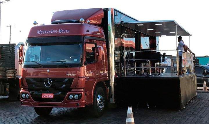 Ação da Mercedes-Benz atende caminhoneiras e caminhoneiros nas estradas