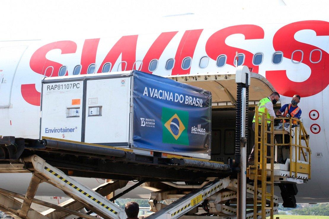 Guarulhos recebe avião com dois milhões de doses da vacina CoronaVac