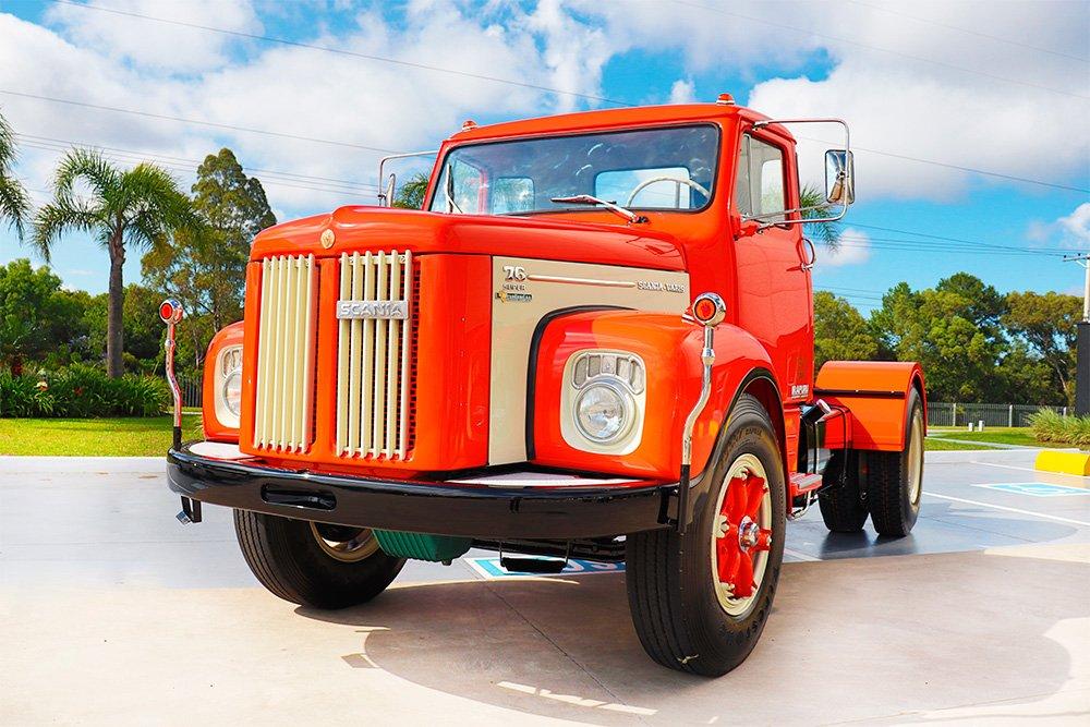 Transportadora gaúcha celebra 50 anos e restaura raridade da Scania