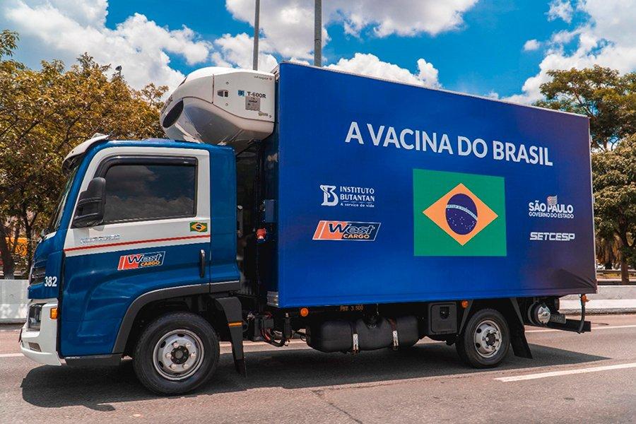 West Cargo transporta vacinas contra Covid-19 com caminhões VW
