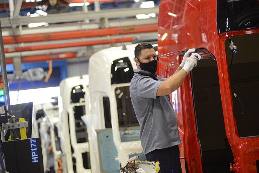Volvo comprova confiança no mercado brasileiro e contrata 400 trabalhadores