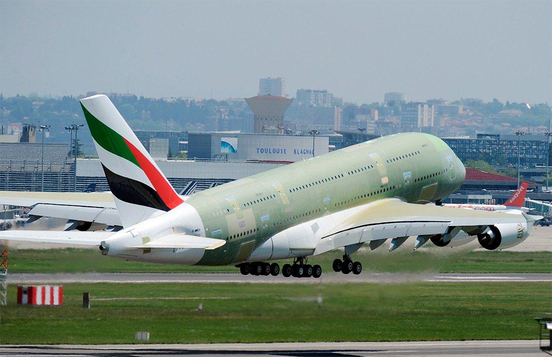 Airbus envia seu último gigante A380 para pintura na Alemanha