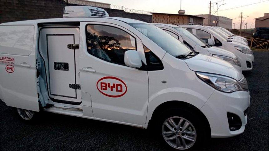 BYD lança furgão 100% elétrico refrigerado no Brasil