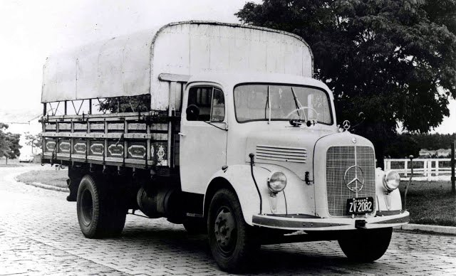 Conheça o primeiro caminhão fabricado pela Mercedes-Benz no Brasil