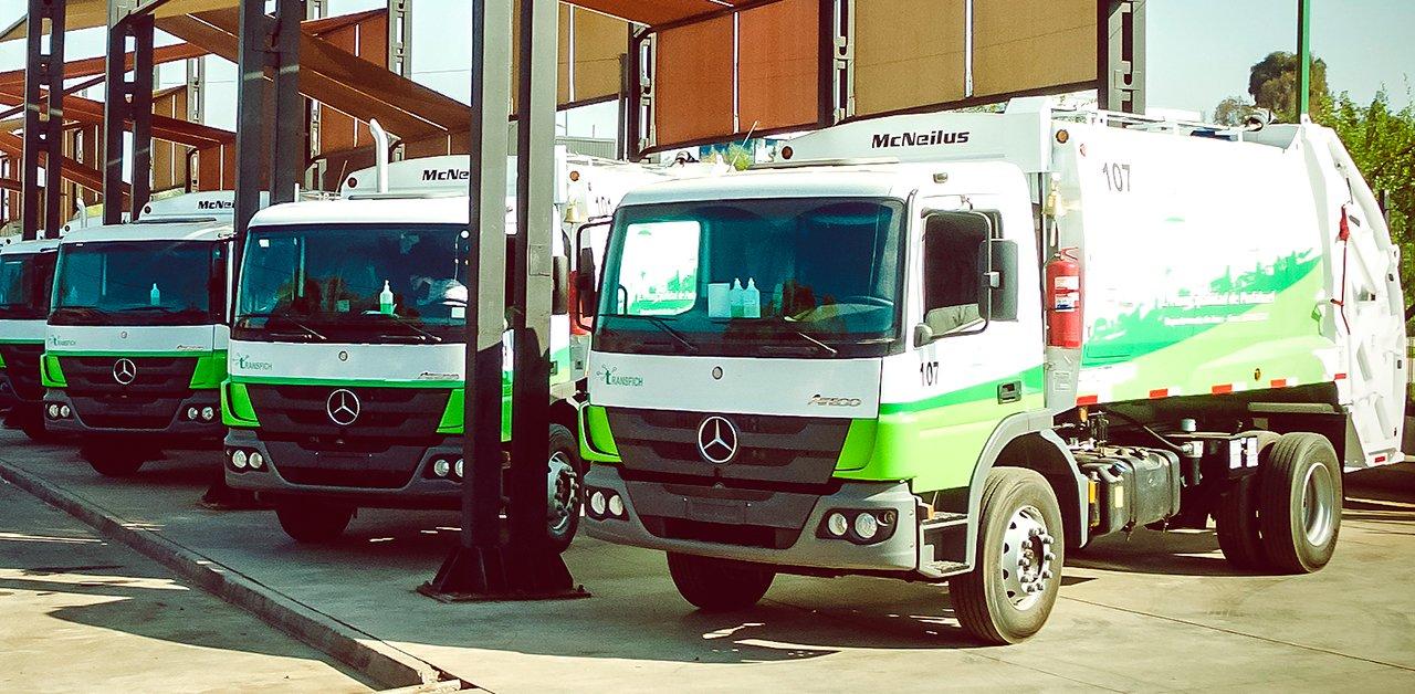 Caminhões brasileiros da Mercedes-Benz vão trabalhar na coleta de lixo no Chile
