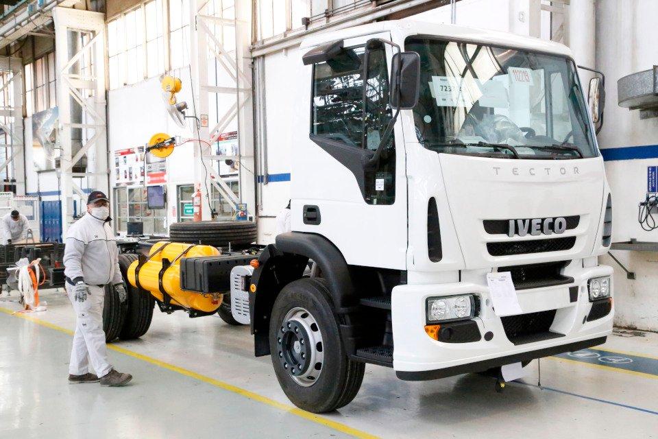 Iveco vai começar a testar caminhões a gás ainda este ano