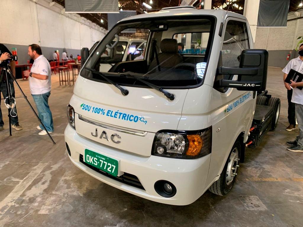 JAC Motors traz caminhão VUC elétrico para o Brasil