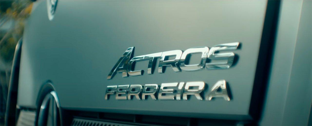Seu sobrenome gravado no seu caminhão Mercedes-Benz novo