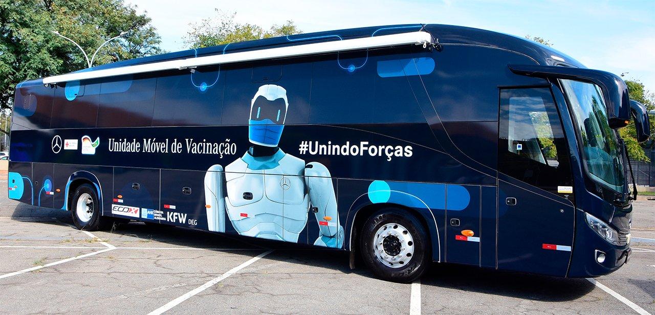 Ônibus da Mercedes-Benz aplicam mais de 10 mil doses de vacina contra Covid-19 por mês