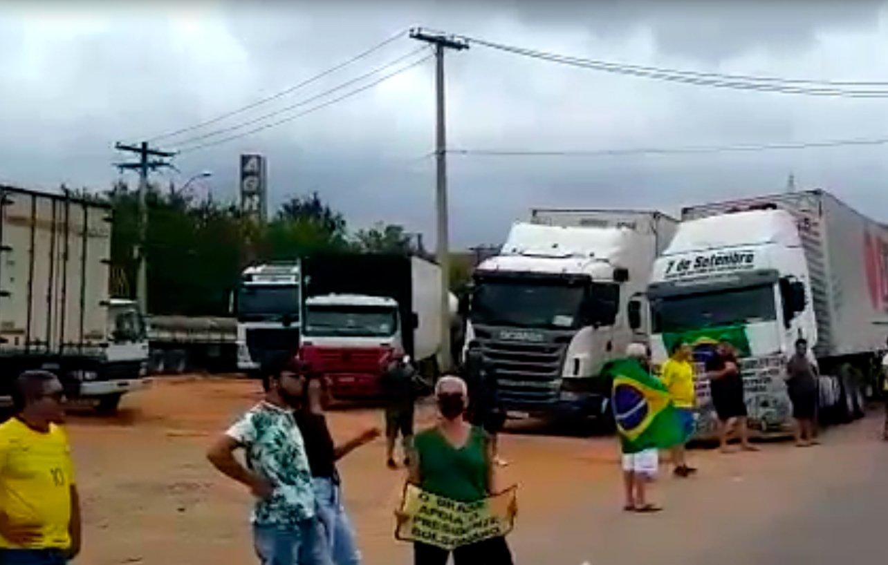 Caminhoneiros autônomos fazem manifestações em diversos pontos do Brasil